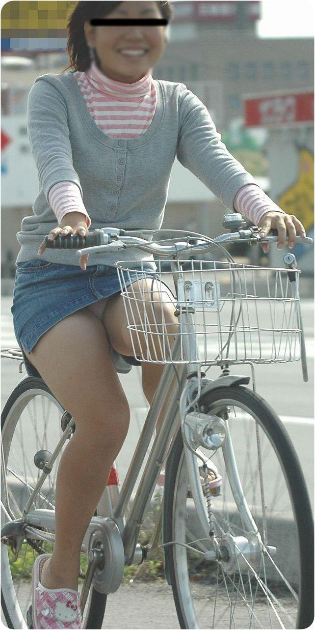 【自転車娘盗撮エロ画像】おいしそうな太ももにパンチラ!自転車娘を激写! 07