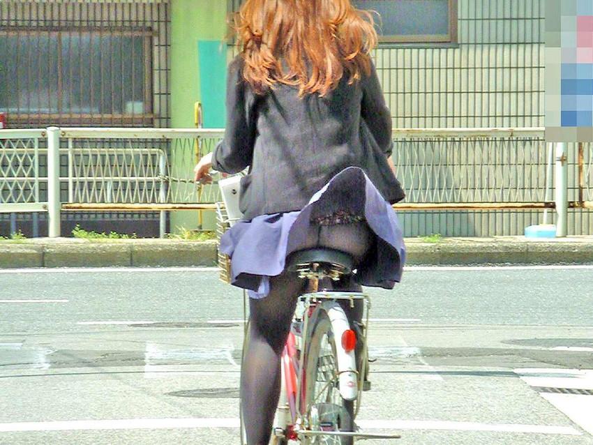 【自転車娘盗撮エロ画像】おいしそうな太ももにパンチラ!自転車娘を激写! 13