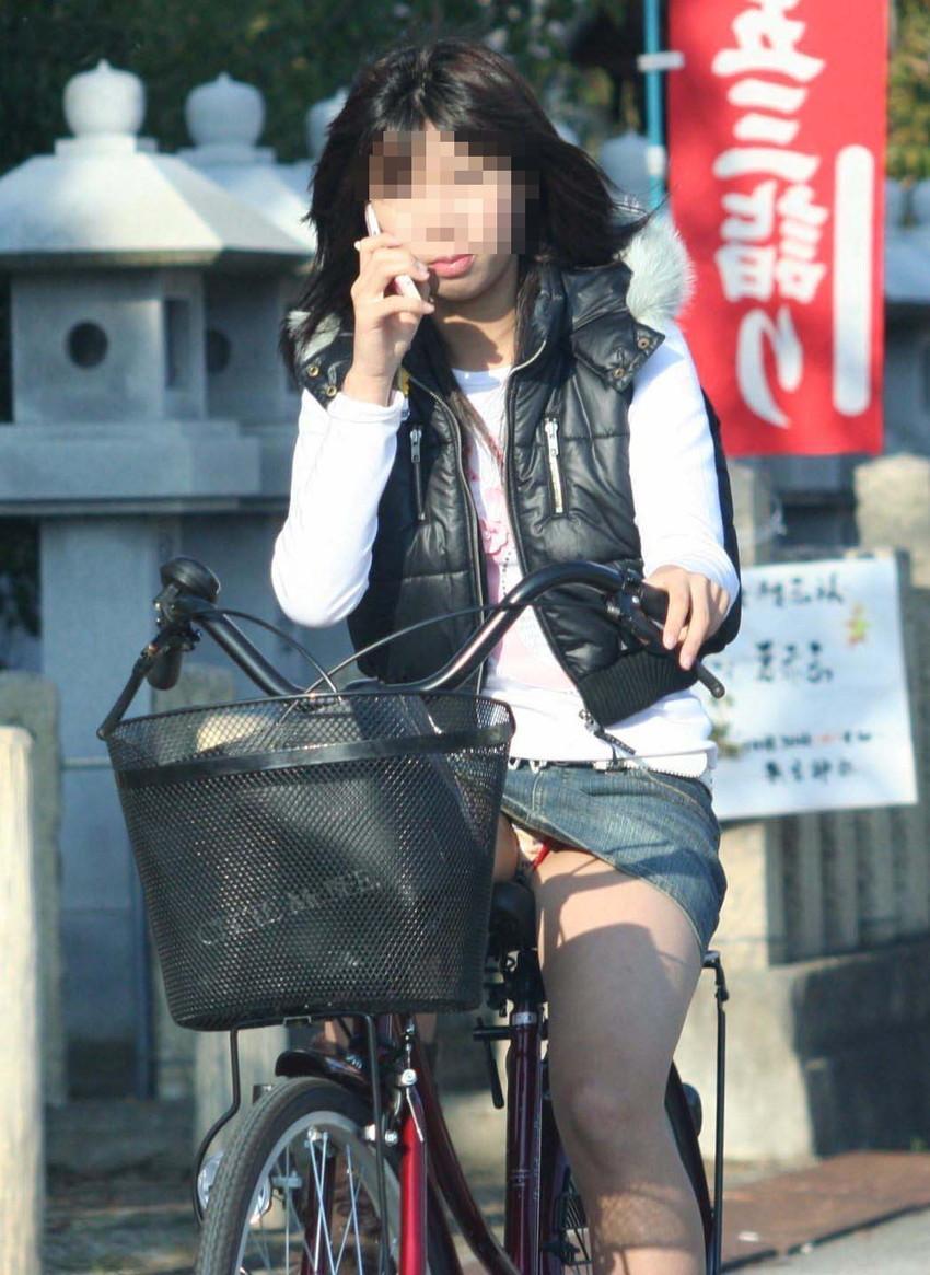 【自転車娘盗撮エロ画像】おいしそうな太ももにパンチラ!自転車娘を激写! 17