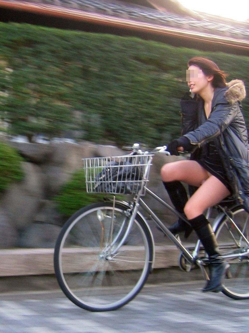 【自転車娘盗撮エロ画像】おいしそうな太ももにパンチラ!自転車娘を激写! 27