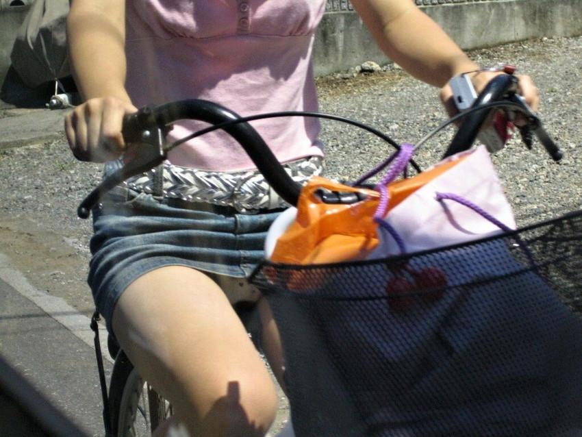 【自転車娘盗撮エロ画像】おいしそうな太ももにパンチラ!自転車娘を激写! 29