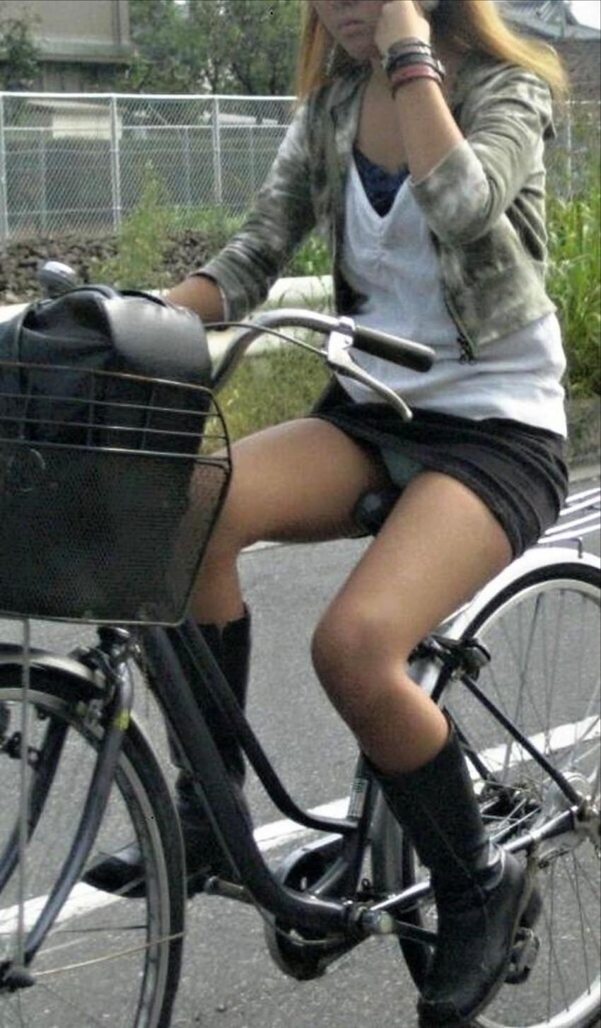 【自転車娘盗撮エロ画像】おいしそうな太ももにパンチラ!自転車娘を激写! 30