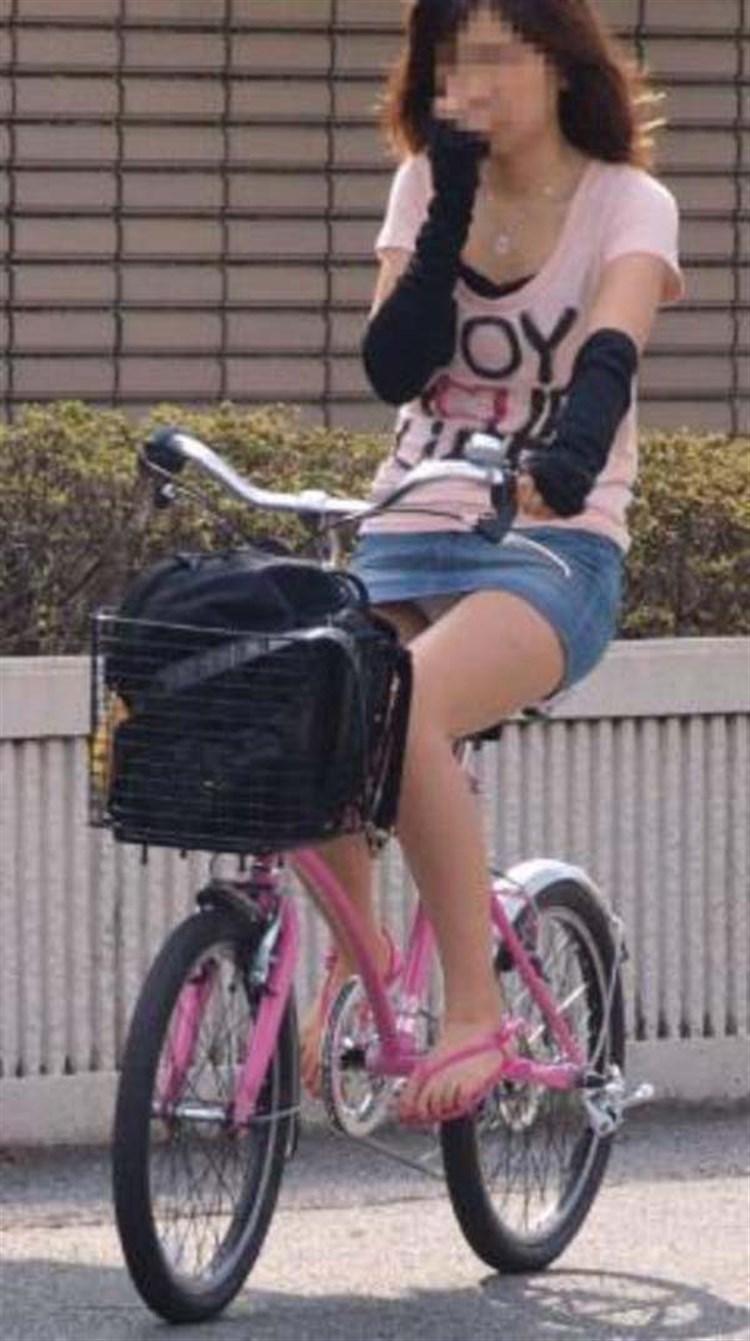 【自転車娘盗撮エロ画像】おいしそうな太ももにパンチラ!自転車娘を激写! 33