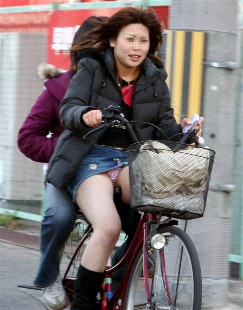 【自転車娘盗撮エロ画像】おいしそうな太ももにパンチラ!自転車娘を激写! 48