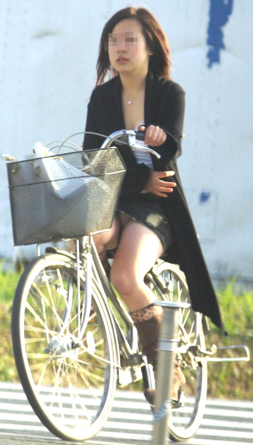 【自転車娘盗撮エロ画像】おいしそうな太ももにパンチラ!自転車娘を激写! 50