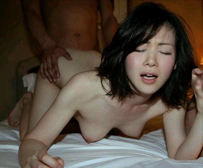 【後背位エロ画像】バックでセックスすると女を征服しているような気分にならんか? 21