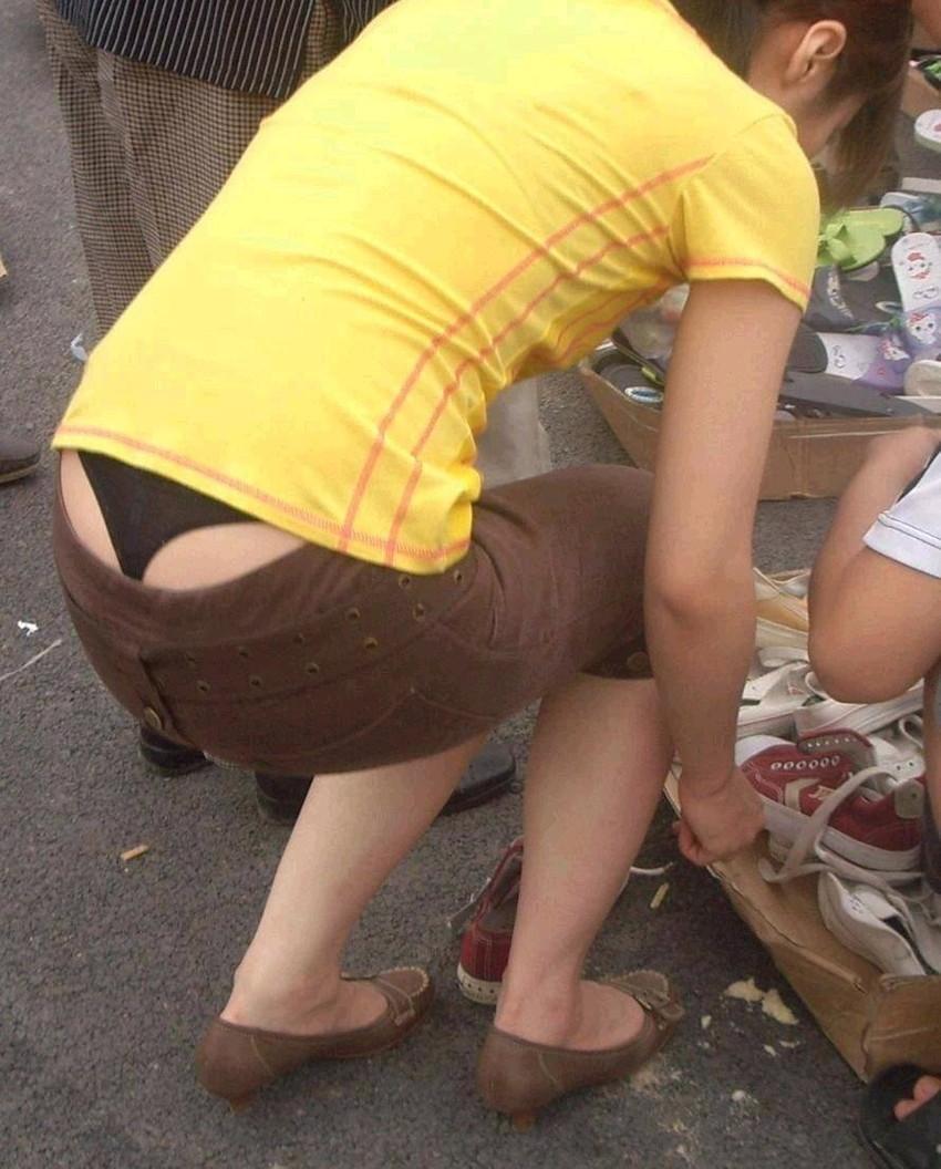 【ローライズエロ画像】パンチラ?パンモロ?判断の難しいローライズファッションwww 48