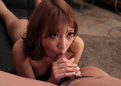 【全裸フェラエロ画像】チンポ挿入直前の全裸でフェラチオする女たち!